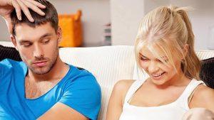 Espiar el móvil de la pareja: Es ilegal y conlleva delitos